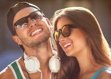 Fermez-vous vers le haut du portrait des couples de sourire heureux dans l'amour Photographie stock