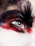 Fermez-vous vers le haut du portrait du beau jeune modèle avec les lèvres roses et le mA Images libres de droits