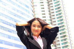 Fermez-vous vers le haut du portrait du sembler asiatique a brillant de femme d'affaires de la jeunesse Photo stock