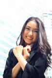 Fermez-vous vers le haut du portrait du sembler asiatique a brillant de femme d'affaires de la jeunesse Images stock