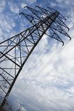 Fermez-vous vers le haut du pylône électrique Photos stock