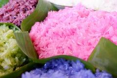 Fermez-vous vers le haut du riz collant coloré Image libre de droits