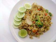 Fermez-vous vers le haut du riz frit de cari vert sur le plat, riz frit délicieux avec le cari de vert de poulet, nourriture thaï Photographie stock libre de droits