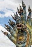 Fermez-vous vers le haut du roi principal des Nagas et du ciel bleu Photo libre de droits