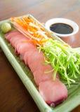 Fermez-vous vers le haut du sashimi coupé en tranches mince image stock
