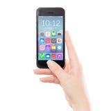Fermez-vous vers le haut du téléphone intelligent mobile noir avec l'icône colorée d'application Photo stock