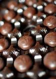 Fermez-vous vers le haut du tir de la boîte à chocolats de cerise Photos stock