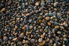 Fermez-vous vers le haut du tir des roches de plage de sable photos libres de droits