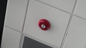 Fermez-vous vers le haut du tir du voyant d'alarme d'alarme d'incendie sur le plafond banque de vidéos
