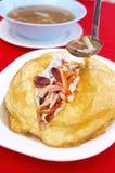 Fermez-vous vers le haut du tofu chinois et du porc frits Photo stock