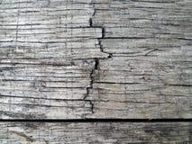 Fermez-vous vers le haut en bois de la texture fendue vieux par baril Photo stock
