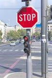 Fermi firmano dentro la città Fotografie Stock Libere da Diritti
