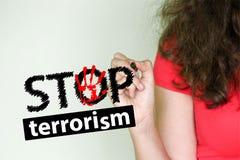 Fermi il concetto del terrorismo Ragazza nel rosso Immagine Stock