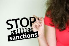 Fermi il concetto di sanzioni Una ragazza Fotografie Stock