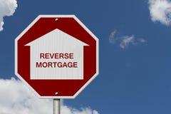 Fermi il segnale stradale inverso del prestito di ipoteca Immagini Stock