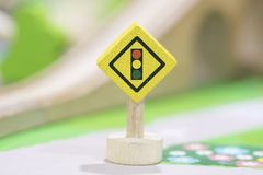 Fermi il segnale stradale - Toy Set ed i segnali stradali di legno giocano Educat stabilito Immagine Stock Libera da Diritti