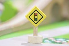 Fermi il segnale stradale - Toy Set ed i segnali stradali di legno giocano Educat stabilito Fotografie Stock