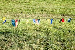 Fermi le bandiere su una corda Immagini Stock Libere da Diritti