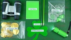 Fermo di giorno del ` s di St Patrick un leprechaun Kit Flat Lay Overhead Immagine Stock Libera da Diritti