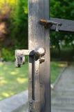 Fermo in un portone del ferro Fotografie Stock Libere da Diritti