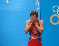 Fernando Alarza - Verstecken seines Gesichtes nach dem Triathlonereignis Stockfoto