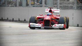 Fernando Alonso που συναγωνίζεται F1 σε Σινγκαπούρη GP Στοκ Εικόνες