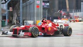 Fernando Alonso som är tävlings- i GP för F1 Singapore Royaltyfria Foton