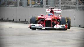 Fernando Alonso som är tävlings- i GP för F1 Singapore Arkivfoto