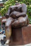 Fernando Botero Sculpture na plaza Botero, Medellin, Colômbia fotografia de stock royalty free