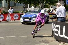 Fernando Gaviria konkurent w fiołkowym kostiumu przy Giro 2017, Mediolan Zdjęcie Stock