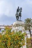 Fernando III El Santo monument i Seville, Spanien royaltyfri bild