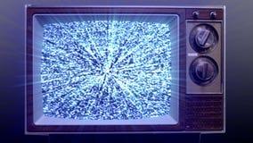 Fernbedienung, die im Fernsehen Static dreht stock video