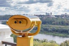 Ferngläser auf der Aussichtsplattform stockfotografie
