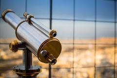 Ferngläser auf Eiffelturm Stockfoto