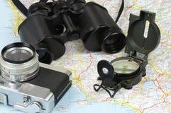 Ferngläser Mit Kompass Und Entfernungsmesser : Ferngläser kompass kamera und karte stockfoto bild von roam