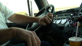 Fernlastfahrerverschiebung und -steuerung stock video footage