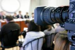 Fernsehapparat bei der Pressekonferenz. Stockfoto
