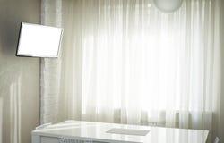 Fernsehapparat in der Küche Stockbild