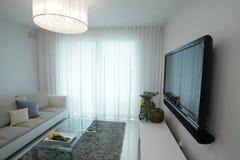 Fernsehapparat des flachen Bildschirms lizenzfreies stockfoto