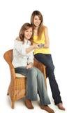 Fernsehapparat Uhr der jungen Frauen Lizenzfreies Stockbild