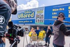 Fernsehaufnahme bei Gekås Ullared, Schweden lizenzfreie stockfotografie