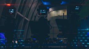 Fernsehkameras in einer leeren Nachrichtenredaktionsnahaufnahme Stockfotografie
