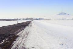 Fernsehkontrollturm im Winter Stockfotos