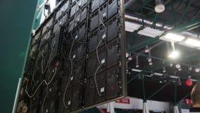 Fernsehplattenergebnisse in der Turnhalle Die Ansicht vom Innere stockbild