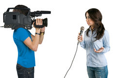 Fernsehreporter, der die Nachrichten im Studio darstellt. Stockfoto