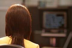 Fernsehreporter im Studio Stockfoto
