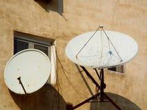 Fernsehsatellitenschüsseln Stockfoto
