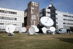 Fernsehsender-Oben-Link/Download-Antennen stockbilder