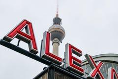 Fernsehturm bei Alexanderplatz in Berlin, Deutschland lizenzfreie stockfotos