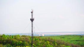 Fernsehturm, bewegliches Signal, Internet und Fernsehsendung stock video footage